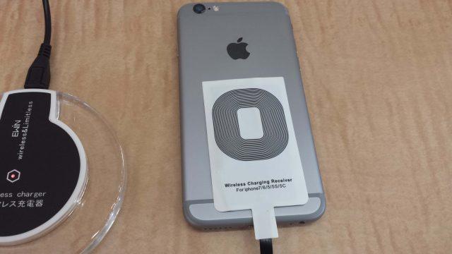 iPhoneとQiレシーバーの写真