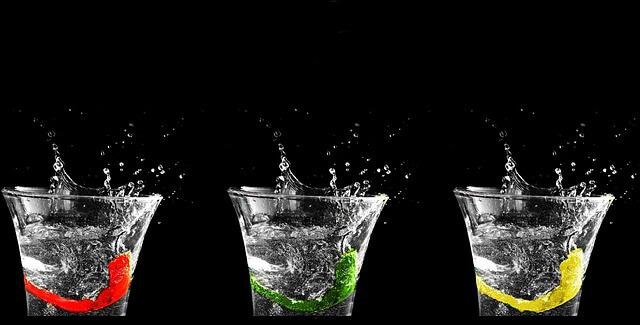 種類の違う水の写真