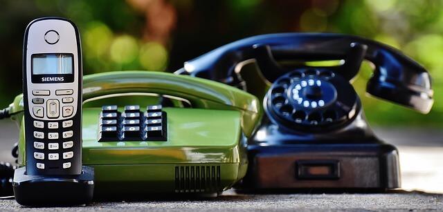 世代の違う電話の写真