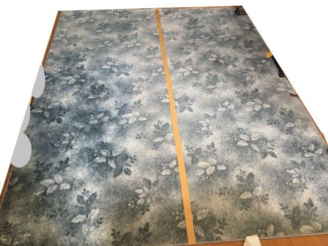 比較のための絨毯を半分で目印